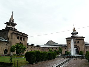 Keamanan India Larang Muslim Kashmir Shalat Jumat