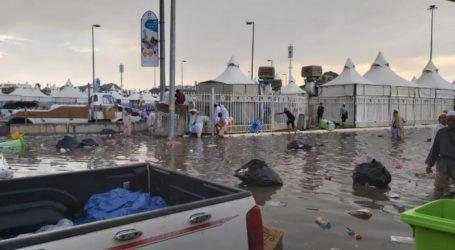 Hujan Lebat, Sejumlah Ruas Jalan di Mina Tergenang Air