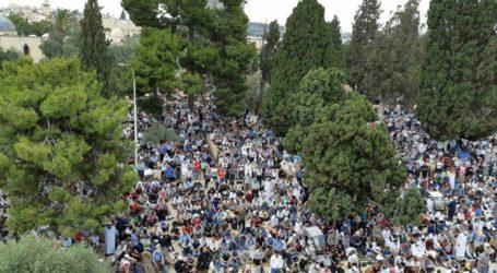 Tanggapi Serbuan Yahudi, Palestina Bersatu Shalat Ied di Al-Aqsha