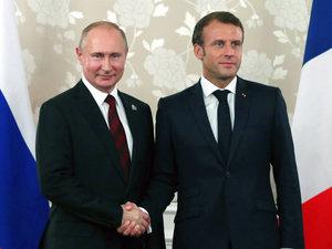 Macron Desak Putin Berlakukan Gencatan Senjata di Idlib