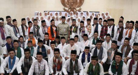 Anies Lepas Keberangkatan Umrah Marbot Masjid DKI Jakarta