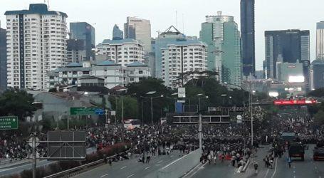 Situasi Terkini Demo di DPR, Tol Dalam Kota Lumpuh