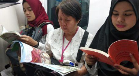 Komunitas Literasi Kampanye Membaca di MRT Jakarta
