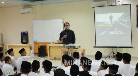 Ponpes Al-Fatah Cileungsi Adakan Seminar Motivasi untuk Santri