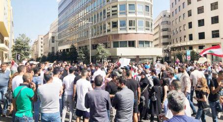 Demonstran Lebanon Blokir Jalan Utama
