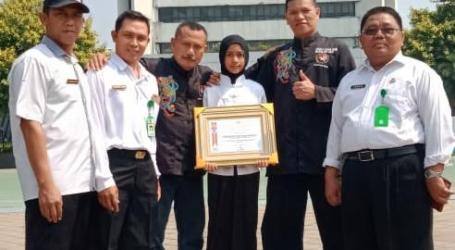 Kemenpora Beri Penghargaan Kepada Condrowati Siswi Juara Wushu Internasional