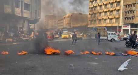 Demonstran Irak Bakar Konsulat Iran, Satu Pemrotes Tewas, 35 Luka