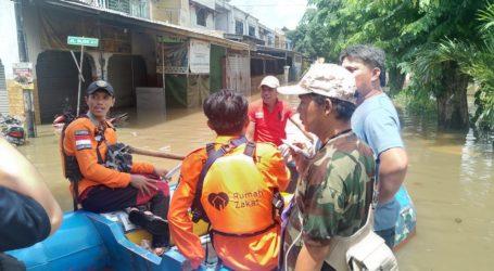 Relawan-Relawan RZ Bantu Korban Banjir