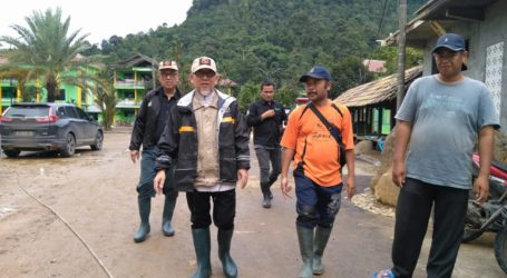 Imaam Yakhsyallah Kunjungi  Ponpes La Tansa Lebak Terdampak Banjir