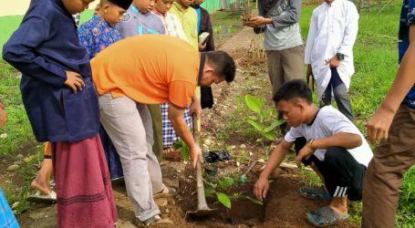 Ust Ahyauddin: Peran Penting Santri Selamatkan Ekosistem dan Lingkungan
