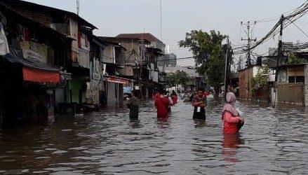 Banjir Jakarta Barat, dari Rawan Ular Hingga Motor Masuk Tol