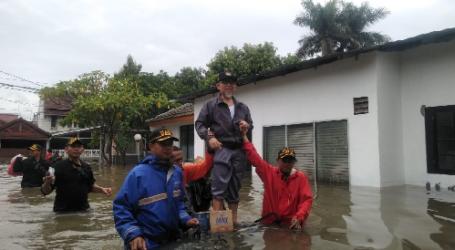 Imaam Yakhsyallah Kunjungi Korban Banjir Bekasi