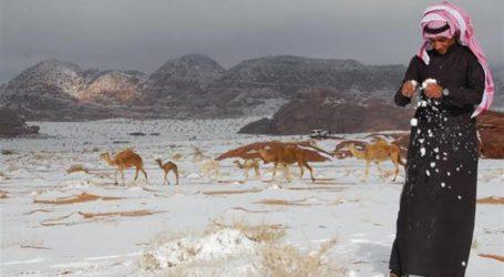 Gurun Arab Saudi Dilanda Salju