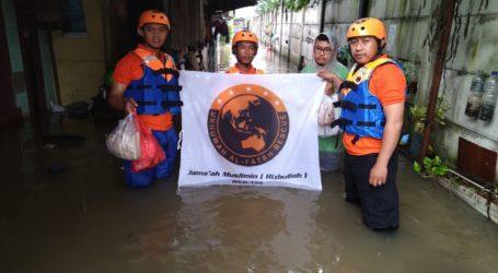 UAR Sebar Sarapan Siap Santap ke Warga Bekasi Terdampak Banjir