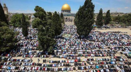 50 Ribu Umat Islam Salat Jumat di Al-Aqsa