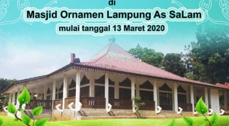 Shalat Jum'at Perdana di Masjid Ornamen Lampung