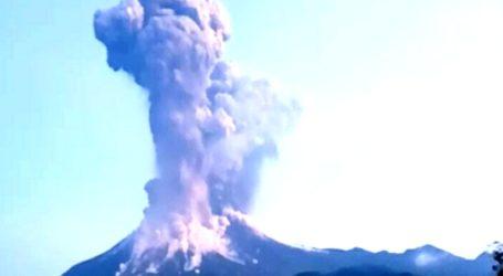 Merapi Semburkan Abu Vulkanik Setinggi 6000 Meter