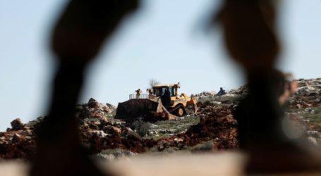 Warga Palestina Protes Buldoser Israel Ratakan Tanah
