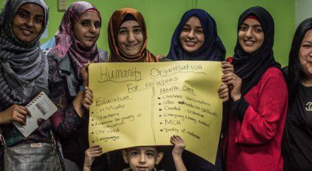 Pengungsi Arab di Malaysia Berbagi Makanan kepada Dokter