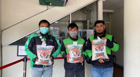 BNI Syariah Karawang Salurkan Bantuan 5,7 Ton Beras