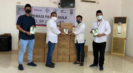 Pemuda Masjid Salurkan Gula untuk Warga Terdampak Pandemi