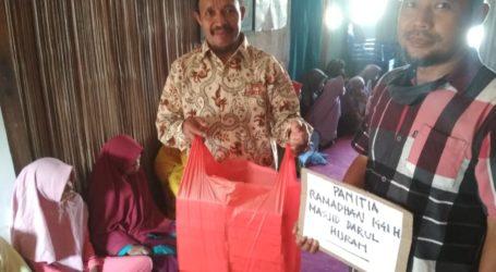 Masjid Darul Hijrah-Keumatan KKBD Kupang Salurkan Bantuan kepada Santri Pengungsian