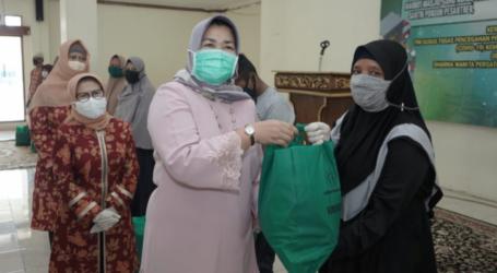 Kemenag Salurkan Bantuan 2.500 Paket Sembako Bagi Warga Pabuaran