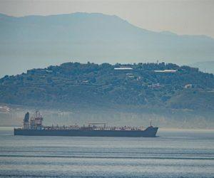 Kapal tanker Clavel milik Iran berada di perairan Gibraltar, 20 Mei 2020. (Foto: Marcos Moreno/AP)