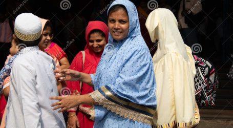 Muslim Mumbai Rayakan Idul Fitri dengan Membantu Warga
