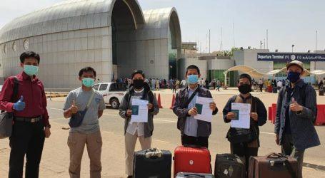 Tiga Mahasiswa Indonesia di Sudan Repatriasi Mandiri Perdana Pulang Ke Indonesia