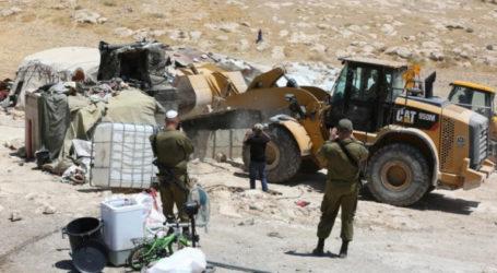 Pasukan Israel Serbu 50 Rumah Palestina di Al-Auja