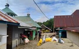 Posko Kemanusiaan untuk Warga Terdampak Banjir di Masamba