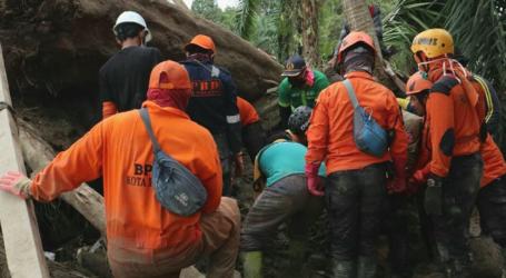 Petugas Kembali Temukan Korban Meninggal Banjir Bandang Luwu Utara
