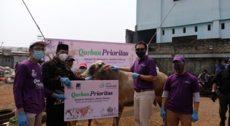 Bank Muamalat-BMM Salurkan Daging Kurban Kepada Warga TPST Bantargebang