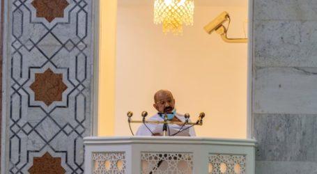 Khutbah Arafah: Kesulitan Hidup Membuka Berbagai Pintu Menaati Allah