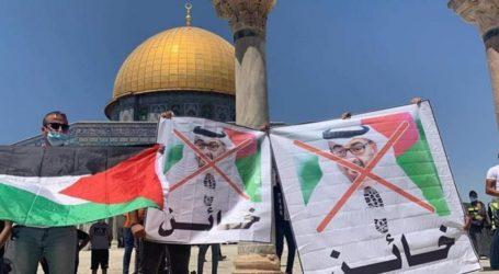 Aksi Protes Ribuan Warga Palestina Menentang Kesepakatan Israel-UEA