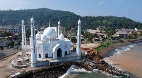 Masjid Al Hakim, Rumah Ibadah di Pinggiran Pantai Padang
