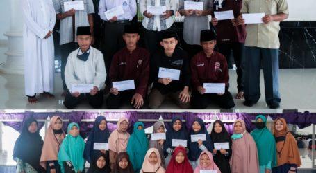 Ponpes Al-Fatah Lampung Beri Penghargaan Santri Terbaik