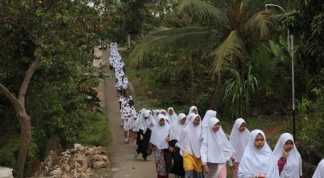 Peringati HSN, Ponpes Al-Fatah Lampung Adakan Pawai Santri