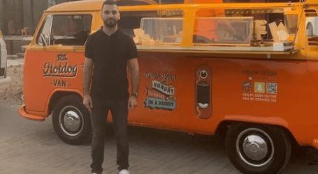 Mahasiswa Palestina Buka Usaha Van Hotdog di Masa Pandemi, Raih Untung