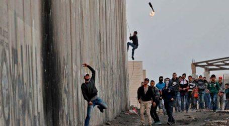 Tentara Israel Terluka akibat Lemparan Batu Pemuda Palestina