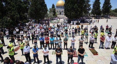 Walau Dihambat, 15.000 Jamaah Shalat Jumat di Al-Aqsa