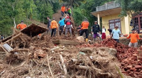 Ukhuwah Al-Fatah Rescue Bantu Korban Bencana Longsor di Brebes