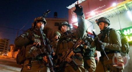 Pemuda Palestina Melawan. Pasukan Israel Tembaki Mereka