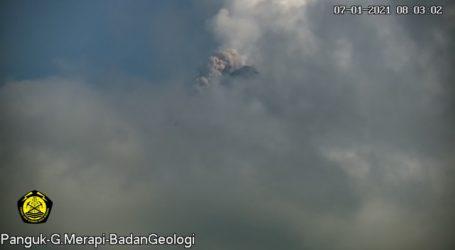 Gunung Merapi Keluarkan Guguran Awan Panas, Status Masih Siaga