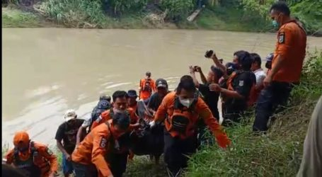 Tim SAR Gabungan Evakuasi Jenazah Rian di Sungai Giham Way Kanan