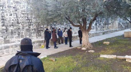 Para Pemukim Yahudi Serbu Alun-Alun Al-Aqsa