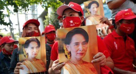 Ribuan Warga Myanmar Berunjuk Rasa Menentang Kudeta
