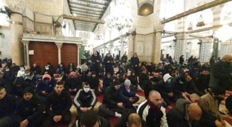 Gerakan Subuh Agung: Ratusan Warga Palestina Sholat Subuh di Al-Aqsa