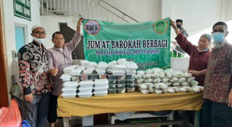 Sahabat ODKQ Bagikan 300 Paket Makanan di Masjid Baitul Muttaqien Bekasi
